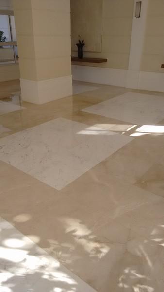 Polimento de piso de granito