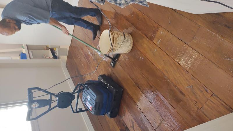 Raspagem de piso de madeira sem pó
